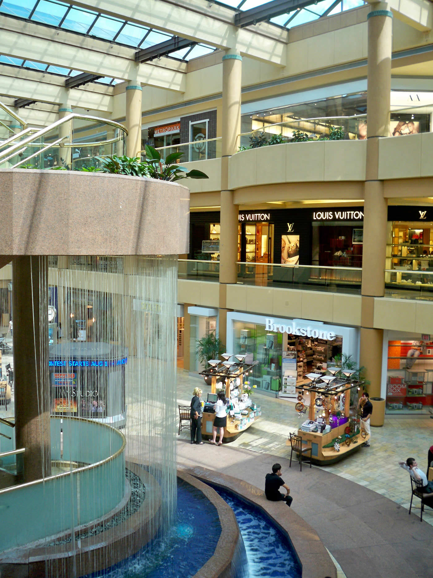 Located in Scottsdale, AZ - In Scottsdale, where shopping is a top passion for national and international visitors, Scottsdale Fashion Square offers the very best in every category.4/4().